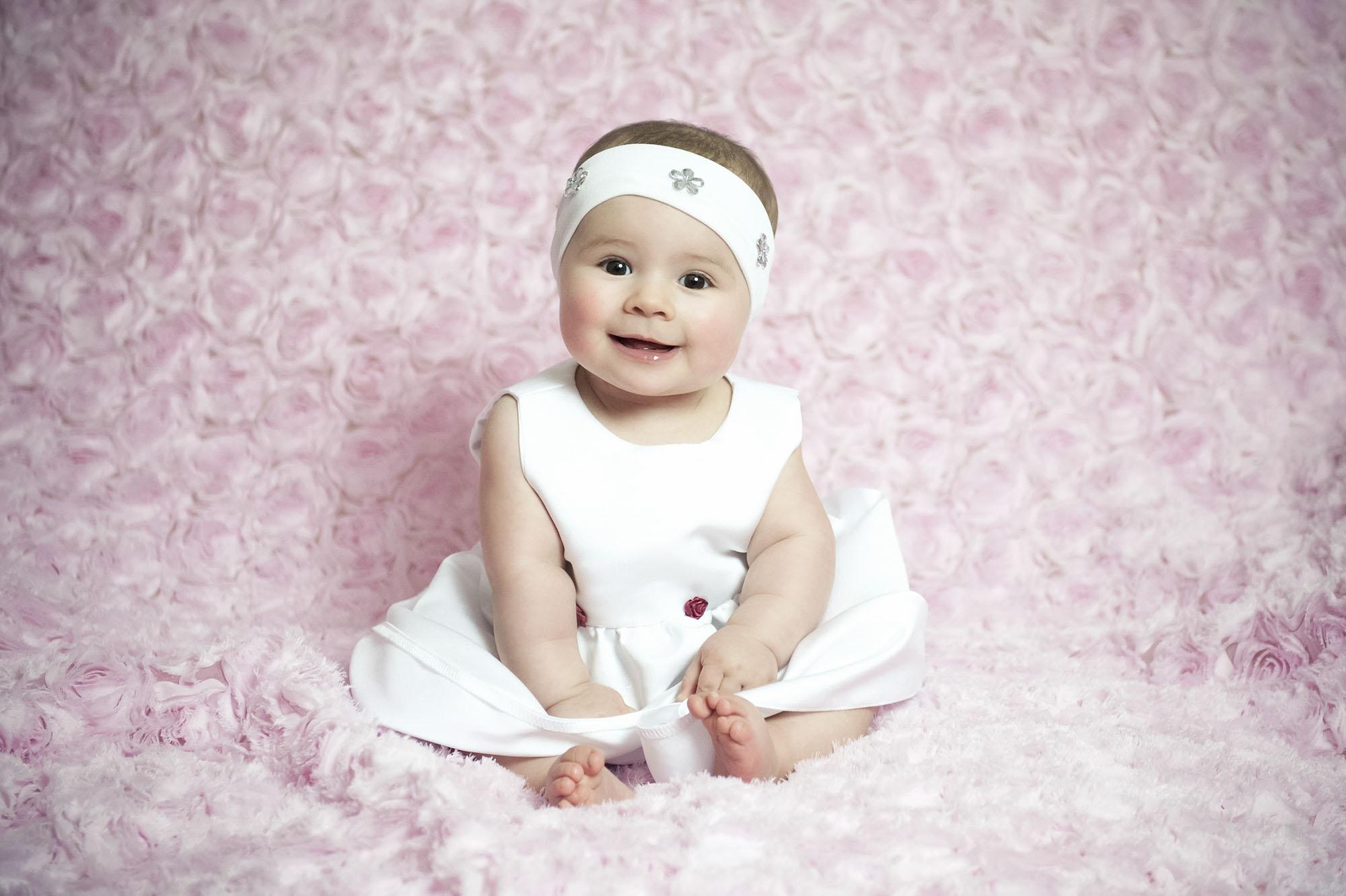 Geschlossene Faust im Alter von 6 Monaten